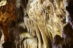 bogata forma naciekowa wewnątrz jaskini