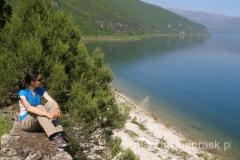 z tarasu na którym postawiona jest cerkiew roztacza się piękny widok na Jezioro Prespańskie