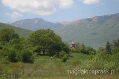Jezioro Prespańskie otoczone jest górami z wszystkich stron