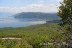 Jezioro Prespańskie - widok ze stoków masywu Galicica - w dole widoczna wieś Stenja oraz nasz półwysep