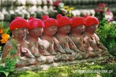 figurki Jizo symbolizują zmarłe niemowlęta i dzieci oraz dzieci nienarodzone