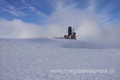 Śnieżne Kotły - widoczny budynek stancji przekaźnikowej; niegdyś było to schronisko