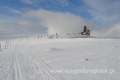 Śnieżne Kotły - widoczny budynek stacji przekaźnikowej - niegdyś było to schronisko