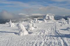malutki czubek śnieżny na horyzoncie to Śnieżka