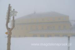 Dom Śląski wyłania się z mgły