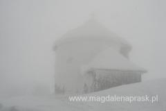 na szczycie Śnieżki 1.602m npm - kaplica św. Wawrzyńca