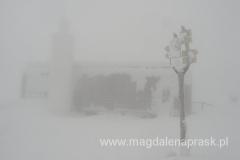 na szczycie Śnieżki 1.602m npm - budynek czeskiej poczty z punktem widokowym na dachu