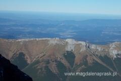widok na Tatry Bielskie; niesamowie jak pięknie w oddali prezentuje się szczyt Trzy Korony w polskich Pieninach