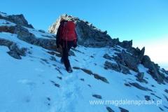 podejście na Kieżmarską Przełęcz Wyżną; po prawej Mały Kieżmarski Szczyt
