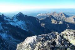 widok na szczyt Czarny i dalej Tatry Bielskie