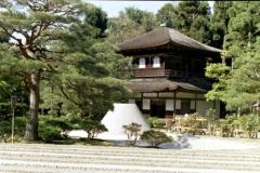 japoński ogród czyli kupka piasku usypana zgodnie ze sztuką w kształtny stożek