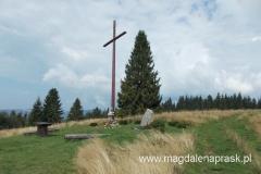na Hali Krawcula znajduje się drewniany 10-metrowy krzyż