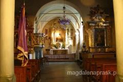 wnętrze kościoła Wszystkich Świętych - zachowała się tu m.in gotycka chrzcielnica z 1493r.