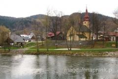 kościół Wszystkich Świętych widziany znad Dunajca