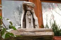 piękna ozdoba jednego z drewnianych domów