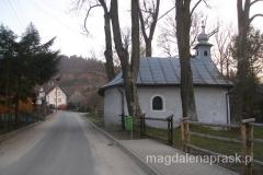 kolejny mały przydrożny kościółek