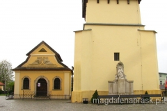 Kaplica Czaszek stoi przy dzwonnicy kościelnej XVII w.