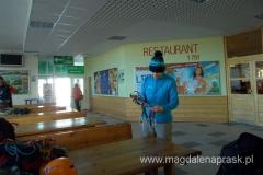 wewnątrz stacji kolejki linowej na Skalnate Pleso; tutaj selekcjonujemy nasz sprzęt - część zostawiamy w depozycie