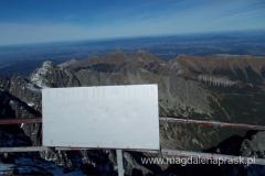 na szczycie Łomnicy (2.634m npm) - widok na Tatry Bielskie