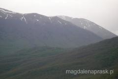 szczyt Magoro (na drugim planie) widziany z dołu od strony Jeziora Prespańskiego