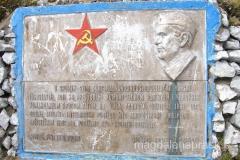 tablica ku czci jakiejświelkiej sprawy, ku chwale Tito i jedynego słusznego komunizmu...