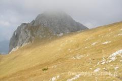 szczyt Maglic pokryty chmurną czpką