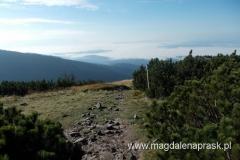 widok na Beskidy z szczytu Małej Babiej Góry - w tym kierunku powinny być widoczne Tatry - ale nie są...