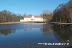 pałac został zbudowany w latach 1804-06 przez Zygmunta Ottona von Treskow jako rezydencja rodowa