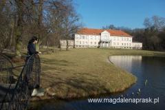 spacerując po pałacowym parku
