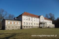 pałąc zaprojektowany został przez architektów berlińskich Karola Fryderyka Schinkla i Franciszka Catela