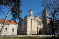 Klasztor został ufundowany w latach 1242–1252 przez księcia Przemysła I oraz jego brata księcia Bolesława Pobożnego dla sióstr pochodzących z Trzebnicy