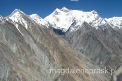 lot helikopterem nad górami Pamir - charakterystyczna sylwetka Piku Komunizma