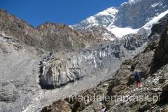 w drodze do Obozu 1, widok na góry Pamir
