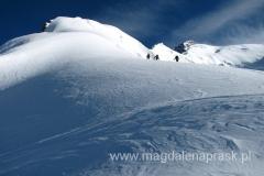 widok z Obozu 4 w stronę szczytu Piku Korżeniewskiej