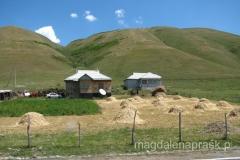 kirgiska wieś - obraz z drogi....
