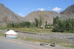 w drodze z Osz do Bazy - Kirgistan widziany z okna samochodu