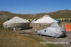 stepy kirgiskie to miejsce wietrzne i suche - auto jest więc chronione aby zawsze lśniło i zachwycało