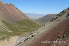 wspinając sie na Przełęcz Podróżników - tam w oddali jest Achik Tasch czyli nasza Baza