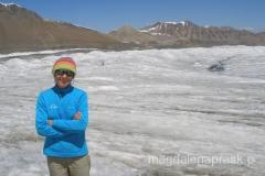 zaraz za Obozem I droga na szczyt wchodzi w lodowiec