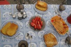 obiad w Obozie I, za który zapłaciłąm 12 EUR (skandal!!! bo dostałam tylko dwie kromki obsmażanego w jakju strego chleba i kilka ćwiartek pomidora)