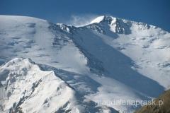 pogoda się poprawiła, ale na szczycie niesamowice wieje (widać pióropusz ze śniegu)