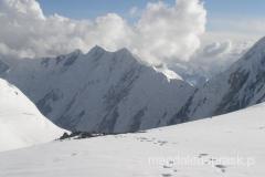 widok na szczyty Pamiru z Obozu III
