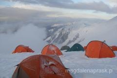 Obóz III o zachodzie słońca