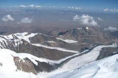 w drodze na szczyt - w dole widoczny Obóz I oraz Obóz II