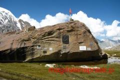 symboliczny cmentarz wspinaczy, którzy zginęli w tutejszych górach