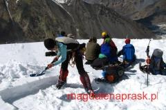 w Obozie 1 na 5.300m npm; żeby sobie postawić namiot najpierw muszę wykopać platformę w śniegu