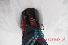śniegu jest dużo, w większości sięga kolan, a często i wyżej