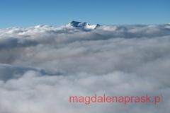znad chmur wystają tylko najwyższe szczyty Pamiru