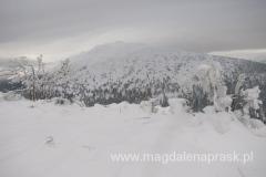 Babia Góra pomału skrywa się w chmurach
