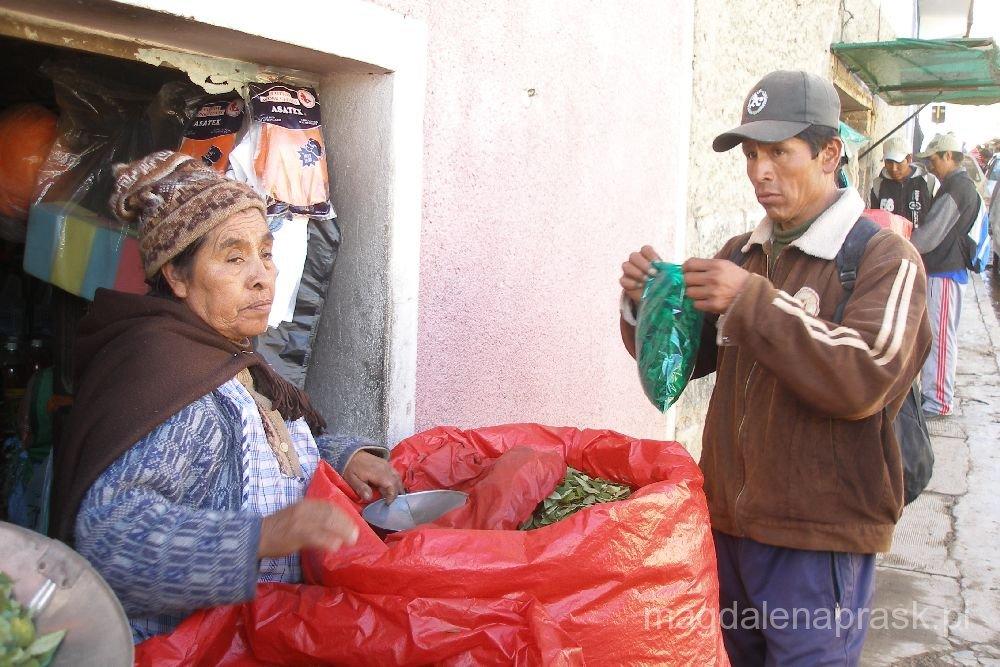 w Boliwii liście koki można kupić na straganach ulicznych bez żadnych problemów